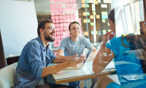 The Benefits of Social Learning Environments